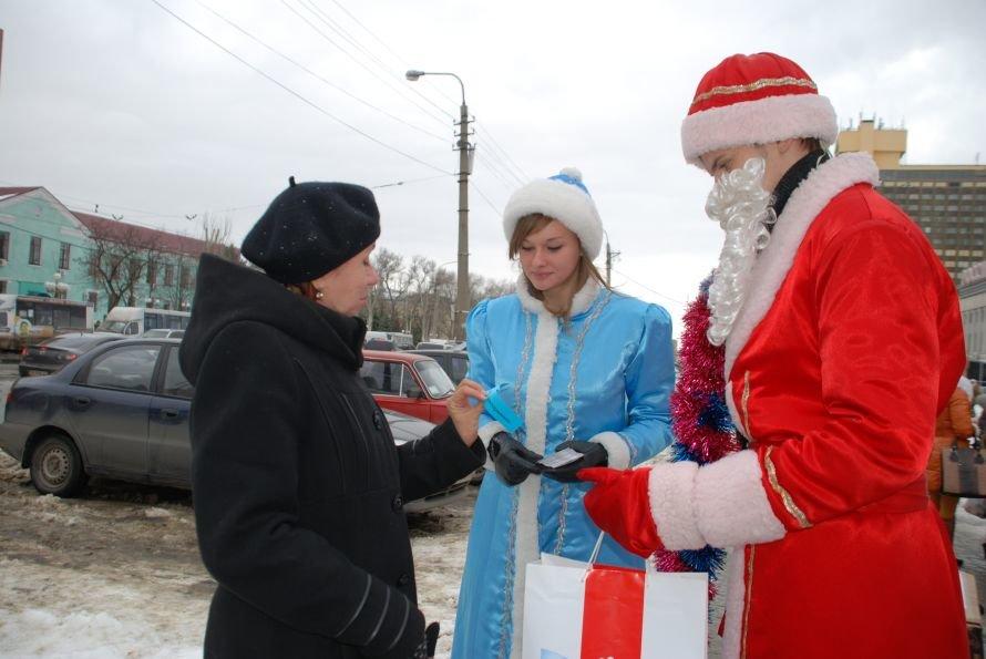 В Луганске Дед Мороз дарил подарки добрым горожанам (ФОТО), фото-1