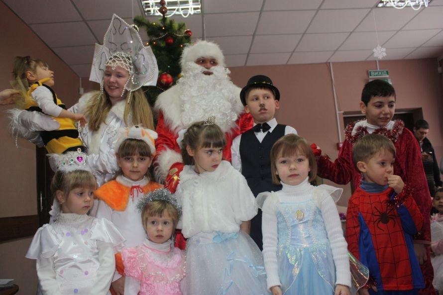 Подарки от Святого Николая и Деда Мороза получили дети-инвалиды, фото-6