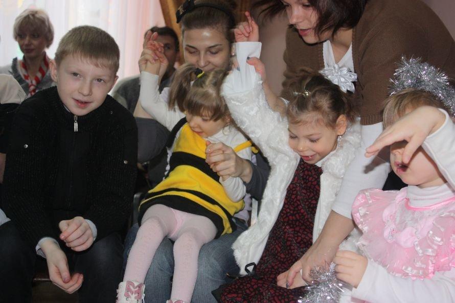 Подарки от Святого Николая и Деда Мороза получили дети-инвалиды, фото-4
