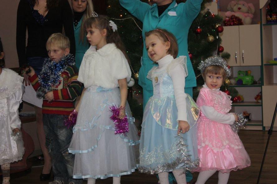 Подарки от Святого Николая и Деда Мороза получили дети-инвалиды, фото-2