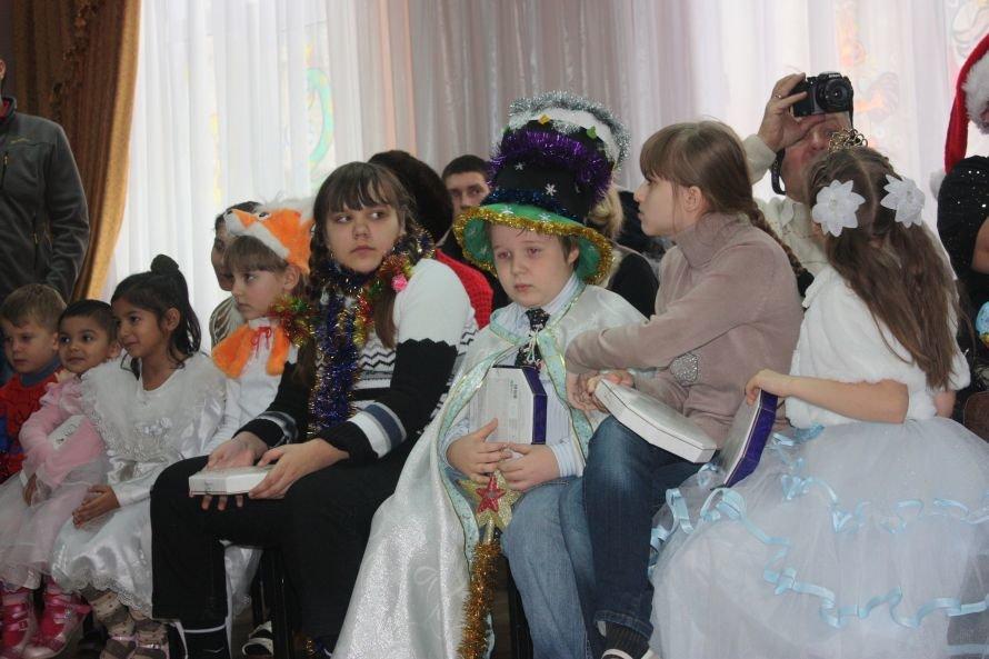 Подарки от Святого Николая и Деда Мороза получили дети-инвалиды, фото-7
