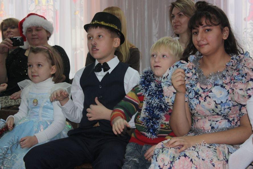 Подарки от Святого Николая и Деда Мороза получили дети-инвалиды, фото-5