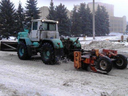 В Горловке фрезеруют дороги: спецтехника удаляет лёд с дорог., фото-1