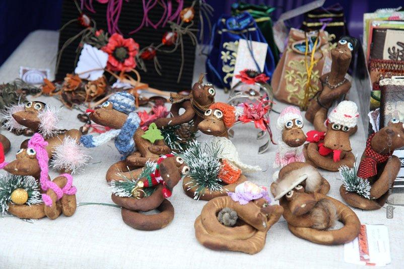 В сквере Симферополя открылась ярмарка работ крымских мастеров (ФОТО), фото-4