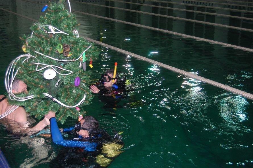 Мариупольские дайверы установили новогоднюю елку на дне плавбассейна «Нептун» (ФОТО), фото-5