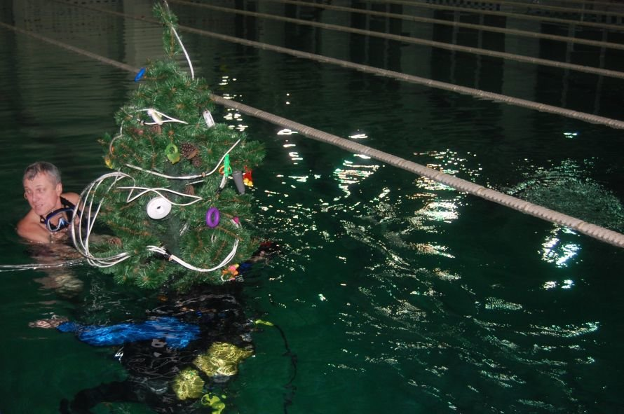 Мариупольские дайверы установили новогоднюю елку на дне плавбассейна «Нептун» (ФОТО), фото-4