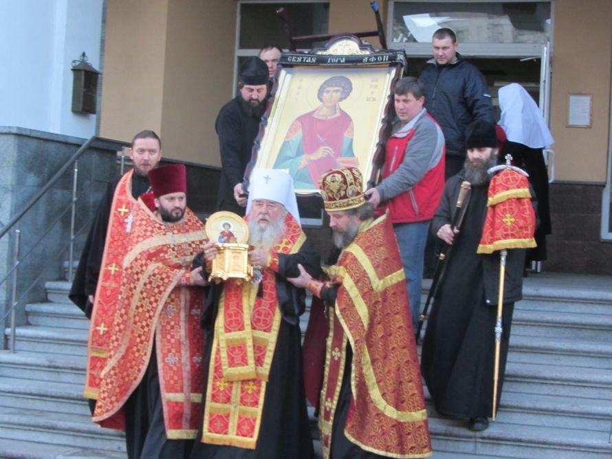 В Днепропетровск прибыли мощи великомученика Пантелеймона, фото-2