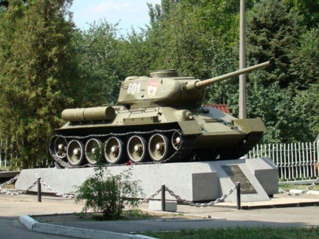 В Днепропетровске танк-памятник сняли с постамента, фото-1