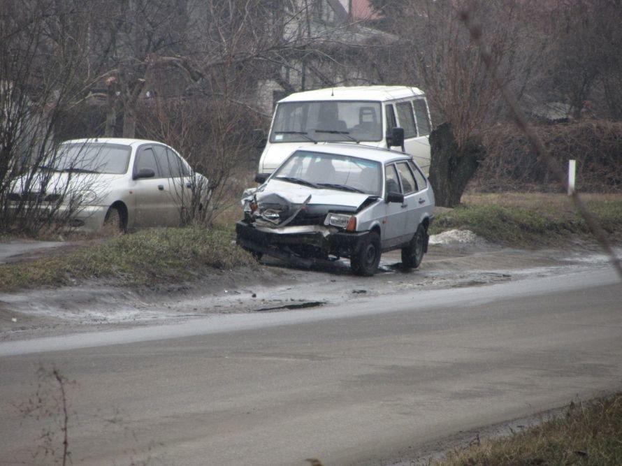 В Днепропетровске из-за столкновения с «легковушкой» перевернулся грузовик (ФОТО), фото-1
