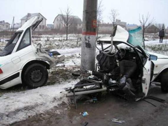 Смертельное ДТП в Кривом Роге: «Audi» разорвало вокруг электроопоры. Четверо пострадавших. Водитель погиб на месте (ФОТО), фото-3