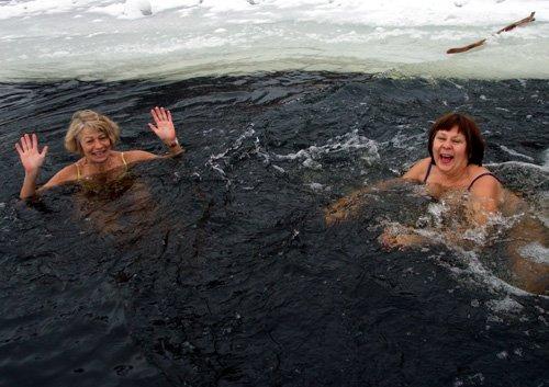 Самое интересное за выходные: В Донецке молились, танцевали и устраивали заплывы, фото-1