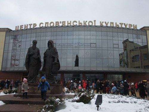 Самое интересное за выходные: В Донецке молились, танцевали и устраивали заплывы, фото-2