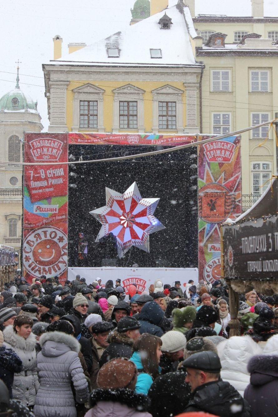 У Львові майстри - звіздарі створили найбільший головний символ Різдва, фото-1