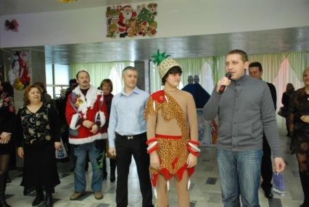 Власть Кременчуга наградила актеров спектакля «Школа Новогодних волшебников», фото-1
