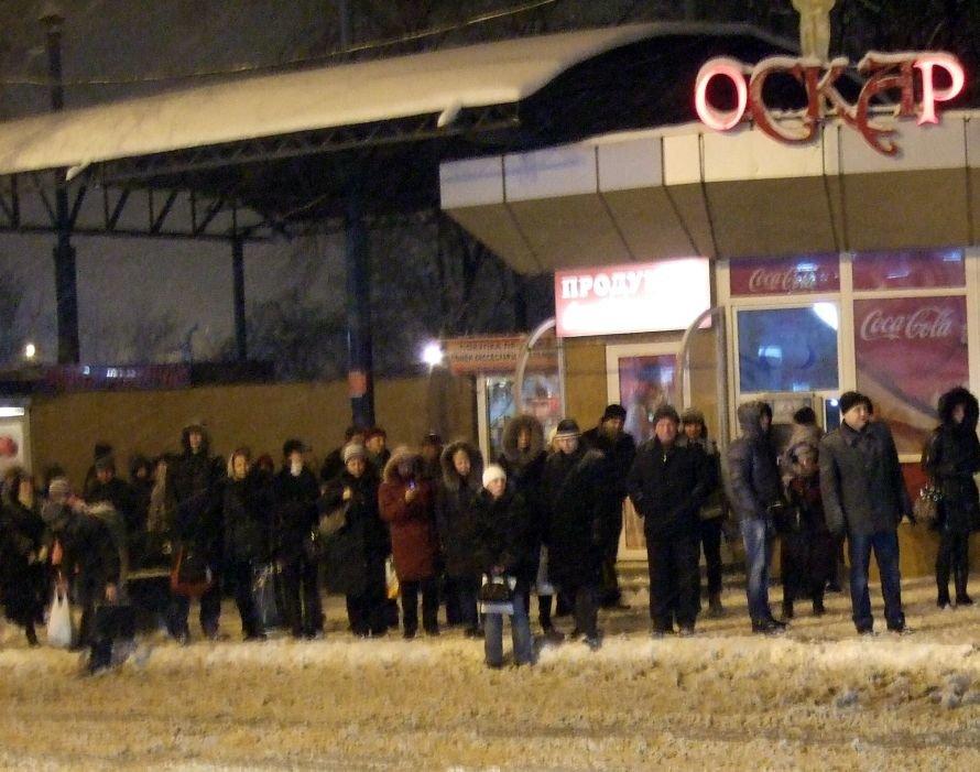 Снегопад в Донецке парализовал движение четырех трамвайных маршрутов, фото-2