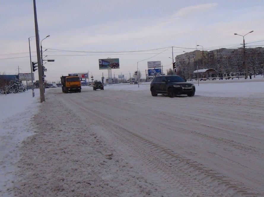 Уступи лыжню! В Мариуполе дороги превратились в снежные трассы (ФОТО), фото-1
