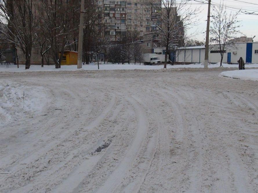 Уступи лыжню! В Мариуполе дороги превратились в снежные трассы (ФОТО), фото-4