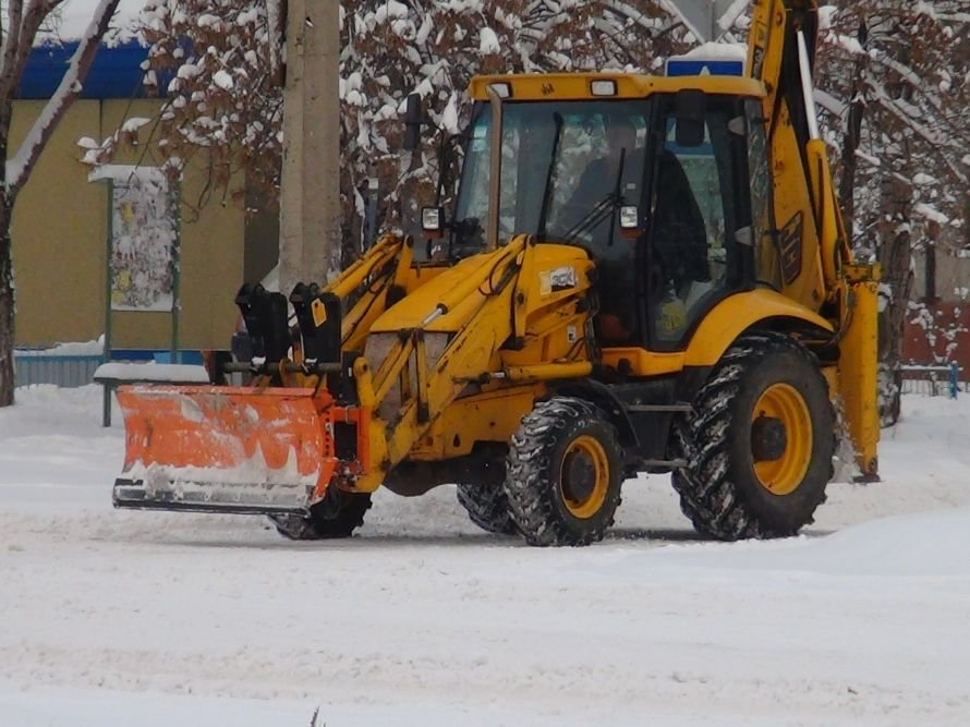 Уступи лыжню! В Мариуполе дороги превратились в снежные трассы (ФОТО), фото-3
