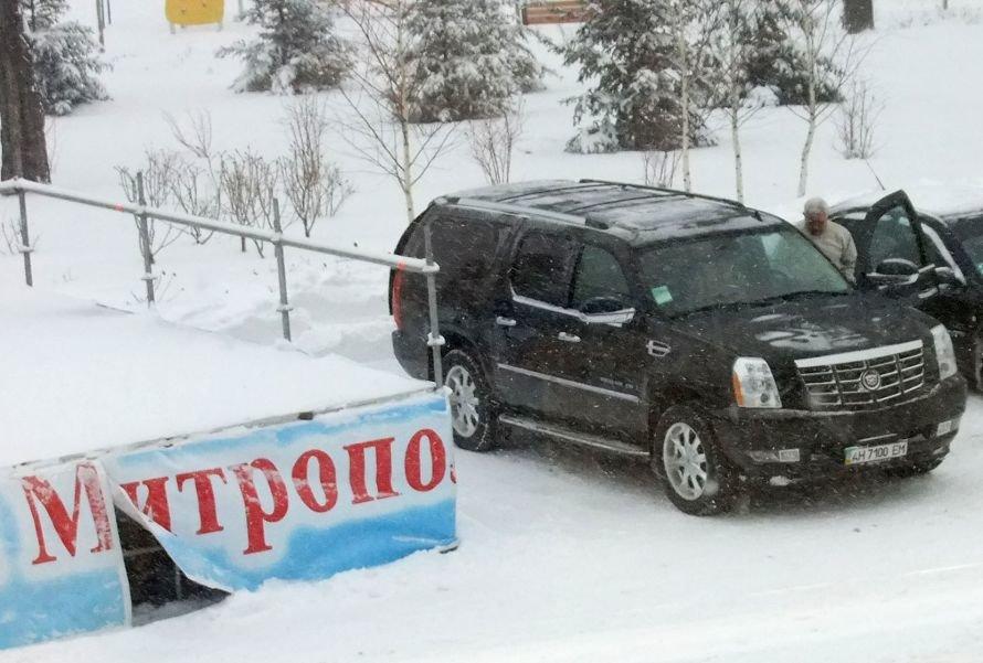 Митрополит Донецкий и Мариупольский Иларион прибыл на открытие детской елки на Cadillac Escalade (ФОТО), фото-1
