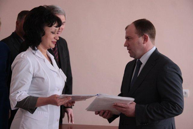 Днепропетровский губернатор приехал в амбулаторию с подарками (ФОТО), фото-1