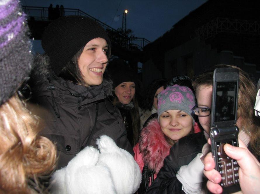 Фанатки мариупольца Алексея Смирнова устроили давку на ж/д вокзале в Донецке (ФОТО), фото-6