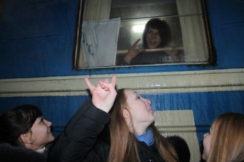 Фанатки мариупольца Алексея Смирнова устроили давку на ж/д вокзале в Донецке (ФОТО), фото-9
