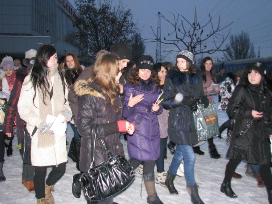 Фанатки мариупольца Алексея Смирнова устроили давку на ж/д вокзале в Донецке (ФОТО), фото-2