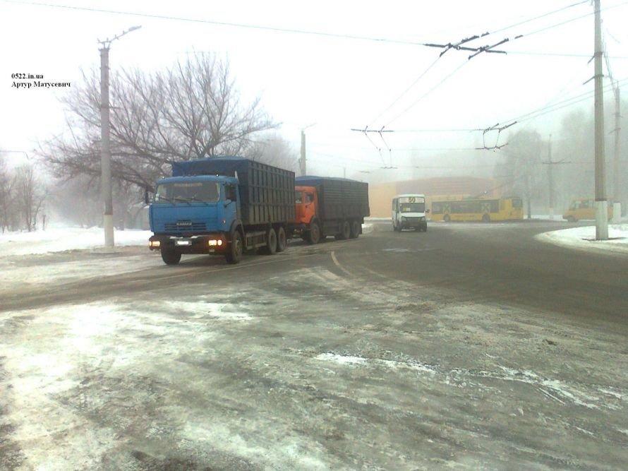Сегодня в Кировограде столкнулись два грузовика, фото-2