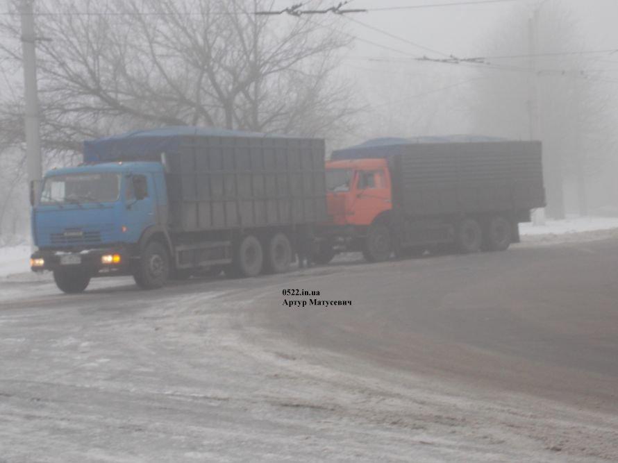 Сегодня в Кировограде столкнулись два грузовика, фото-1