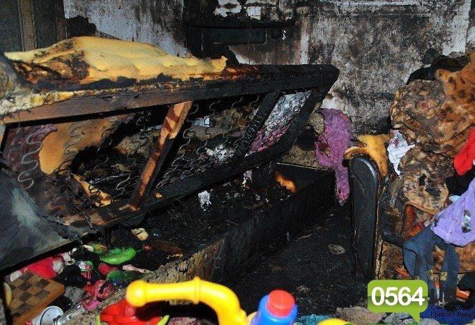 В Кривом Роге хозяин сгоревшей квартиры «терроризирует» погорелицу, угрожает судами и устраивает погромы (ФОТО+ВИДЕО), фото-1