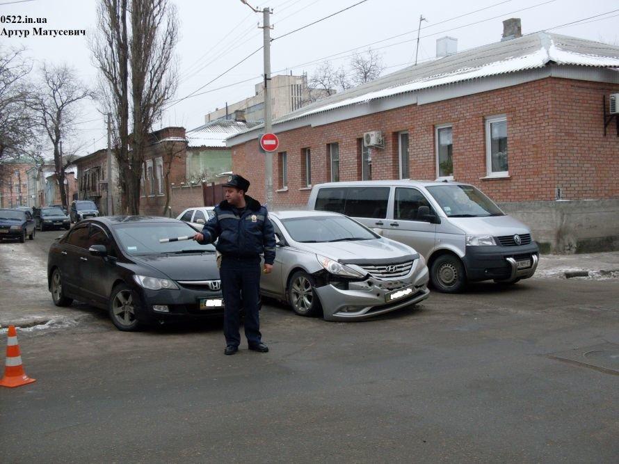 В Кировограде столкнулись две иномарки (фото), фото-1