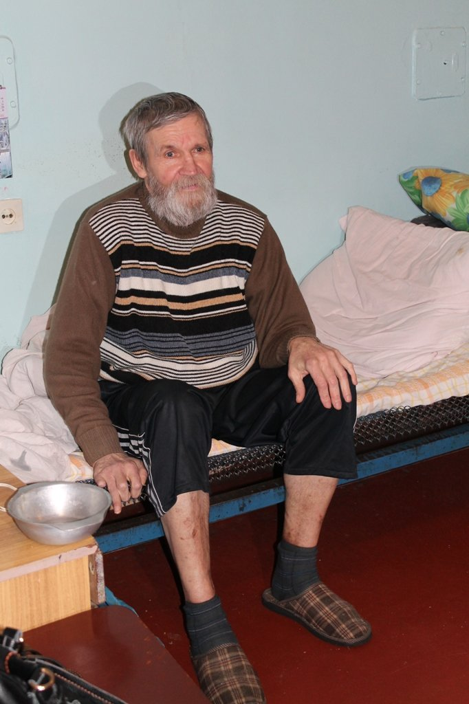 В Артемовских больницах бомжей не пускают дальше лестничных клеток, фото-2