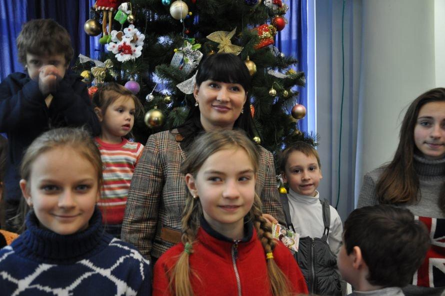 Днепропетровскую детвору продолжают радовать рождественскими сказками, фото-2