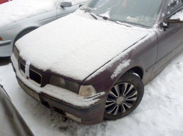 По Кременчугу ездят «клоны». Милиция задержала красный BMW, который должен быть чёрным, фото-1
