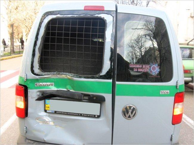 В Крыму в инкассаторскую машину врезался автобус с пассажирами (ФОТО), фото-1
