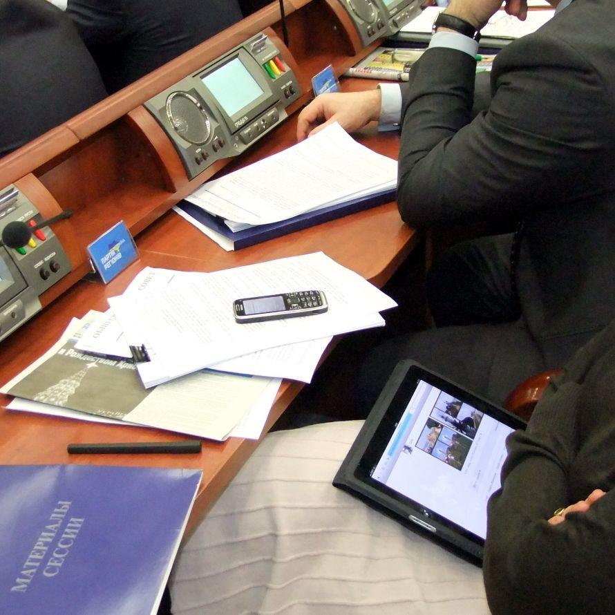 Чем занимаются донецкие депутаты во время сессии (фоторепортаж), фото-1