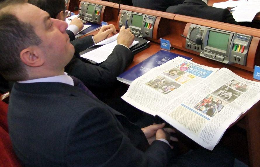 Чем занимаются донецкие депутаты во время сессии (фоторепортаж), фото-2