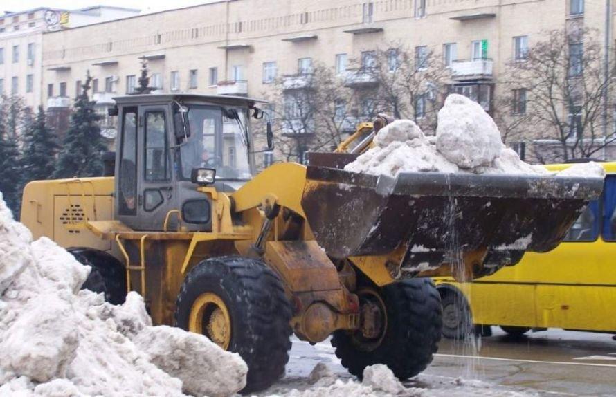 З майданів та вулиць Житомира вивозять сніг, фото-1
