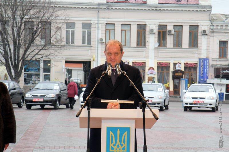 Сегодня в Симферополе крымчанам раздавали машины (ФОТО), фото-1