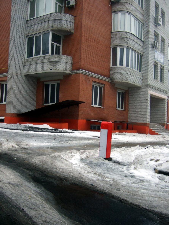В центре Донецка рядом со школой с высотной новостройки падают на прохожих кирпичи (фото), фото-3