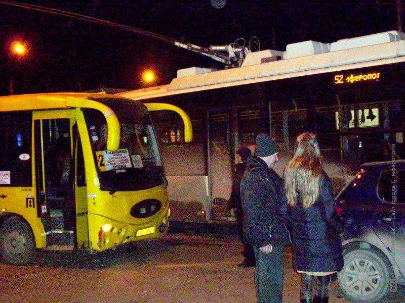 Авария в «час пик» остановила троллейбусы в центре Симферополя (ФОТО), фото-1