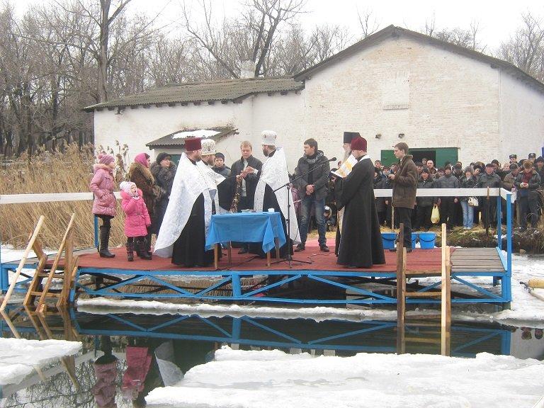 Жители Красноармейска окунались в Крещенскую купель (ФОТОРЕПОРТАЖ), фото-2