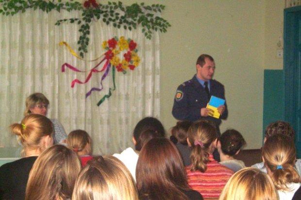 В Кременчугском районе правоохранители провели познавательную лекцию для учеников общеобразовательной школы, фото-1
