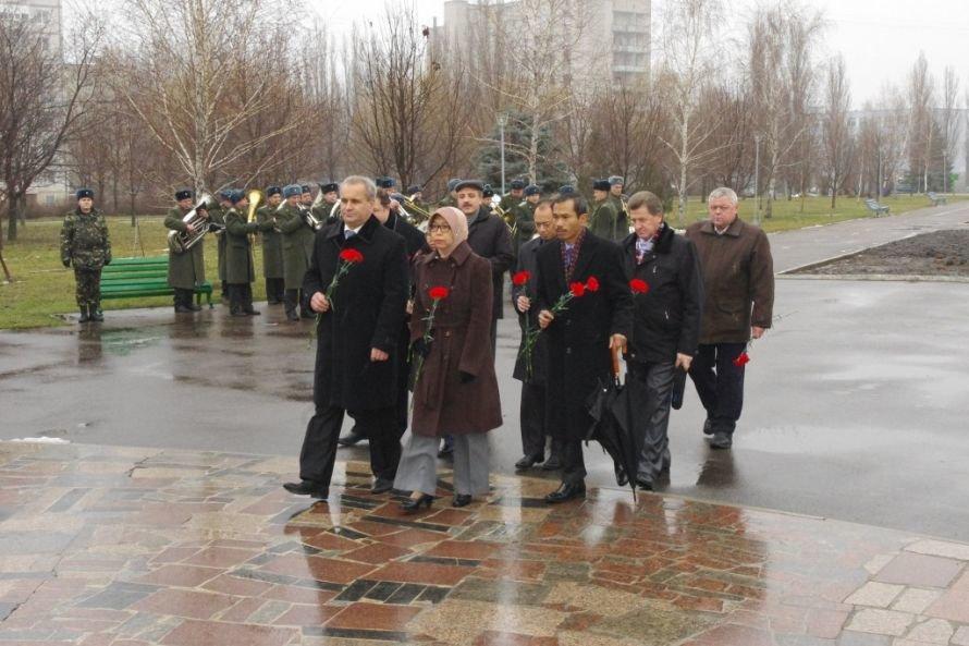 Посол Индонезии побывала возле Гонга Мира в Кременчуге (ФОТО), фото-1