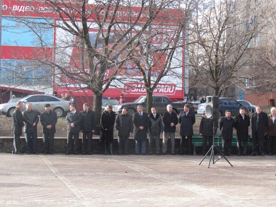 В Мариуполе на День соборности чиновники устроили свою «живую цепь» (ФОТО), фото-9