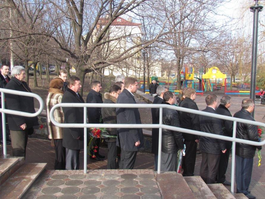 В Мариуполе на День соборности чиновники устроили свою «живую цепь» (ФОТО), фото-1