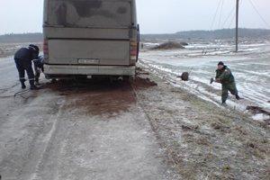 На Полтавщине пожарная машина «ЗИЛ-131» вытащила из кювета два автобуса и один грузовик, фото-1