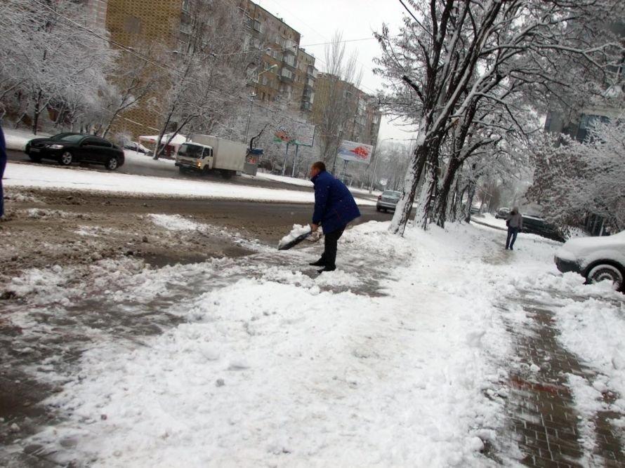 Зима вновь берет Донецк в свои цепкие объятия (фоторепортаж), фото-1