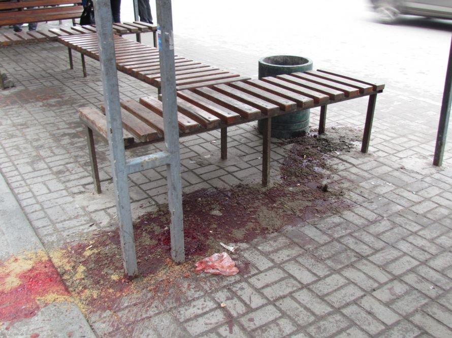 Без паники! Лужа крови в центре Мариуполя - это не то, о чем вы сразу подумали (ФОТО), фото-3