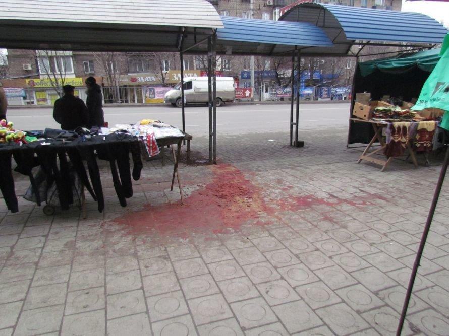 Без паники! Лужа крови в центре Мариуполя - это не то, о чем вы сразу подумали (ФОТО), фото-2